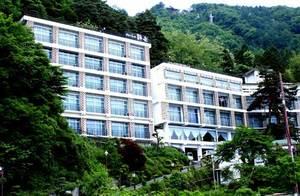 青學酒店 (富士河口湖町)
