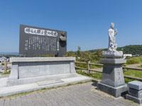 岸壁の母碑・写真