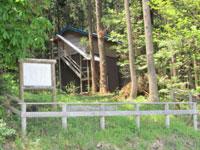天間舘神社(ヒナコウモリ小屋)・写真