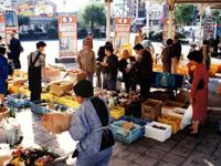下田の朝市