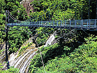 白水滝の吊橋