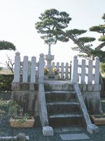 山内一豊の母法秀院の墓・写真