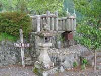 楠正勝の墓・写真
