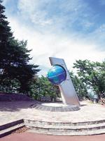 北緯40度のシンボル塔・写真