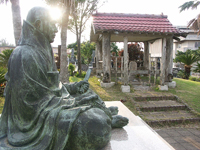 僧 俊寛の墓・写真