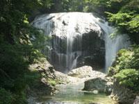 関山の大滝・写真