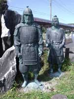 鬼五郎・幡五郎兄弟のブロンズ像