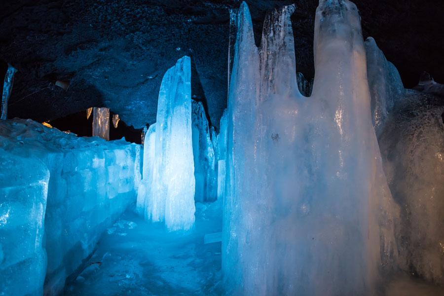 青木原的「富岳風穴」「鳴澤冰穴」