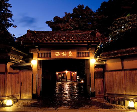 西村屋本館的大門與平田館、大廣間並列為國家重要文化財。
