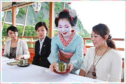 長良川船遊び「舞妓カフェ船」