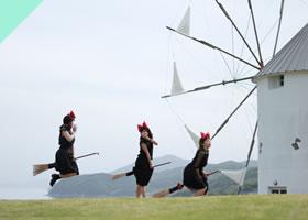 ギリシャ風車の前でなりきる