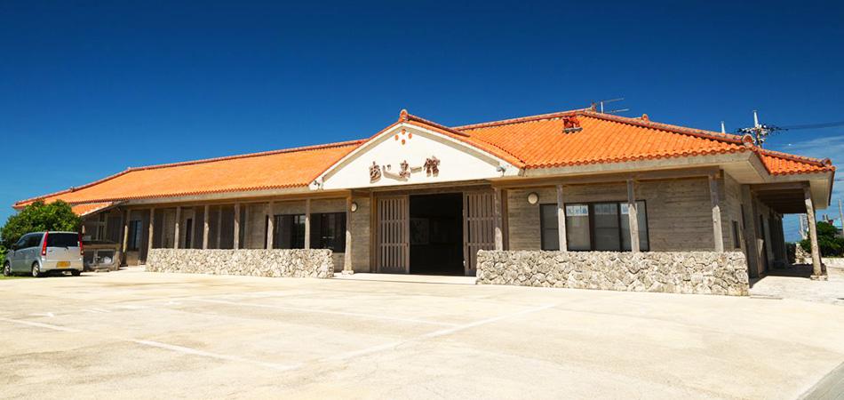 三線教室を受けた体験交流施設「あじまー館」では、島のお菓子づくり教室も開催