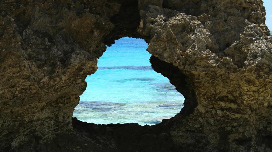 池間島IKIZUU海灘的心形岩石