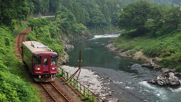 The Nagaragawa Railway