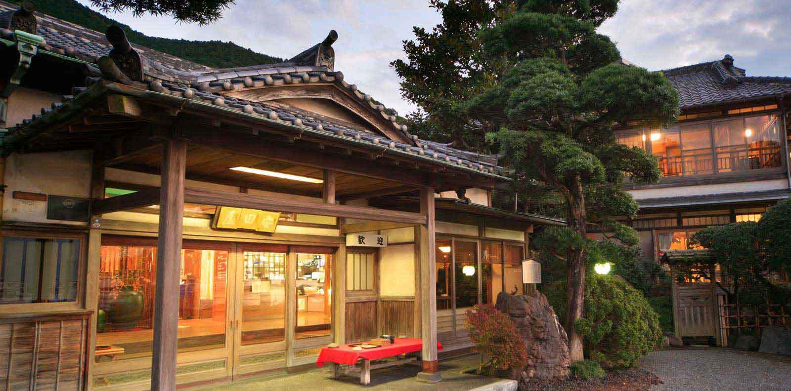 10 historical Japanese inns, loved by great writers, royalty and political figures