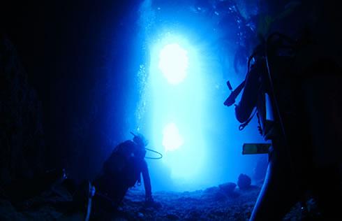 真栄田岬青の洞窟