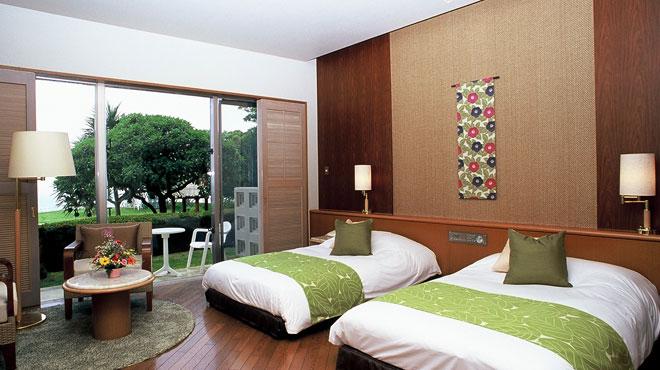 併設のホテルは海を望むゆったりとした客室が自慢です。
