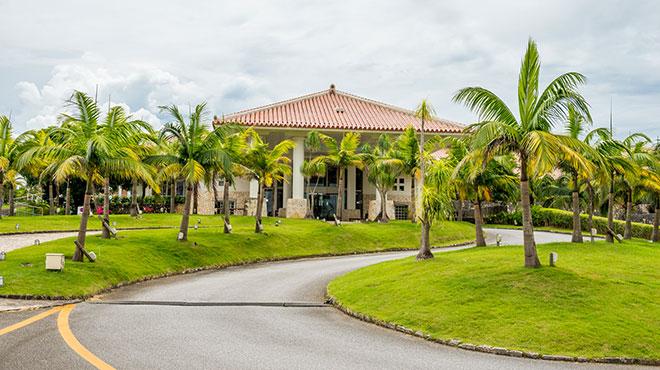 カヌチャリゾート敷地内で、カジュアルなリゾートゴルフを。