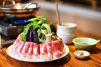 しゃぶしゃぶセット(モモロースと季節の野菜)。