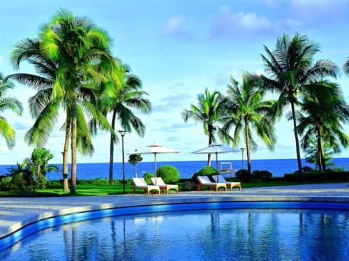 三亚湘投银泰度假酒店以7公里海岸线的海景座落在海南岛南端著名