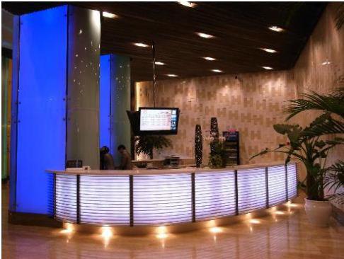 酒店位于徐家汇商圈,临近地铁一号线漕宝路站1号口,上海八万人体育馆