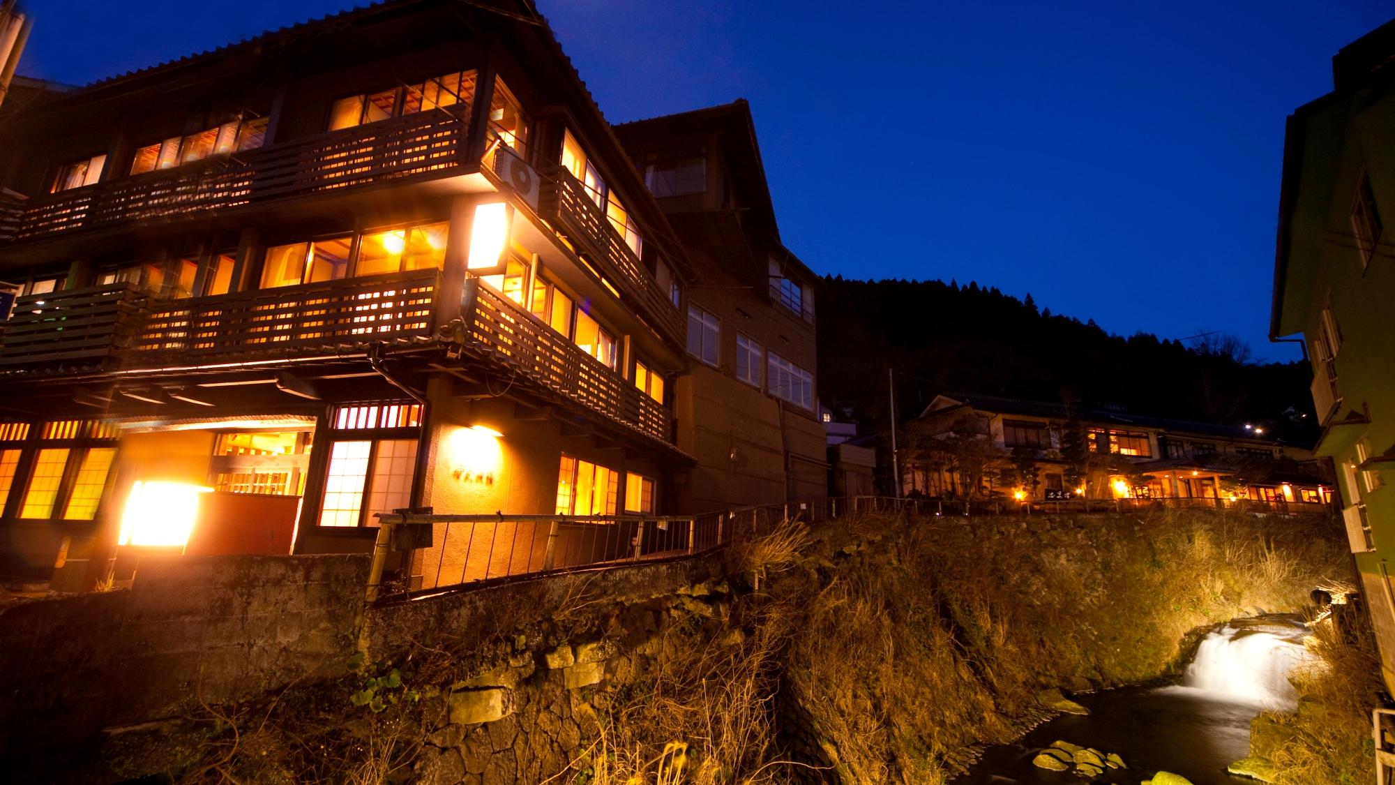 石畳に佇む明治創業の老舗宿 右丸旅館