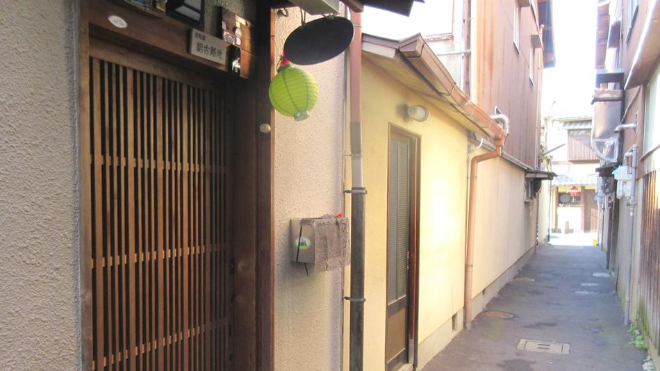路地 - Alley - JapaneseClass.jp