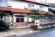 丹後半島・琴引浜の松葉カニ料理と海水浴の温泉民宿 「尾江」