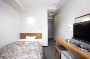 【シングルルーム】12・5平米の広さに、全室セミダブルサイズのベットが完備♪