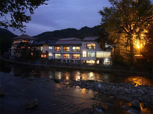 奥津温泉 河鹿園