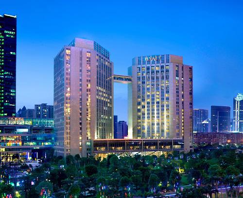城内,广州首家大堂设于22楼酒店,邻近火车东站和机场.  外观高清图片