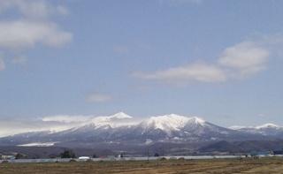 5月の十勝岳連峰