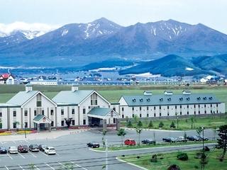 十勝岳連峰+ホテル全景