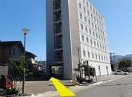 ホテル駐車場入口の画像