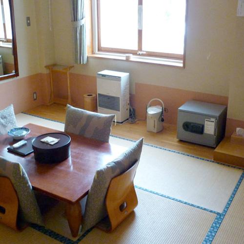 *【客室例】畳のお部屋で足を伸ばしてお寛ぎ下さい。