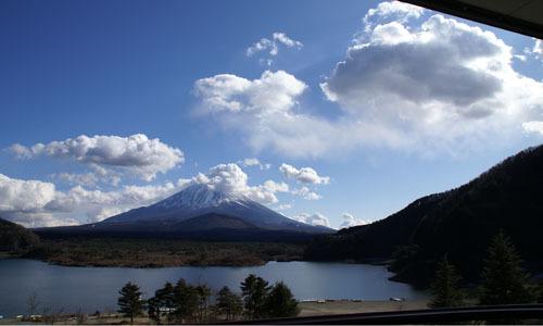 客室からの富士山と精進湖