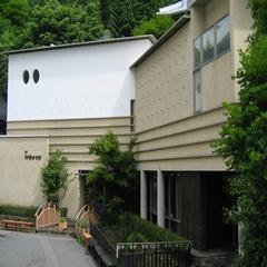 鶴太郎美術館  当館から徒歩10分