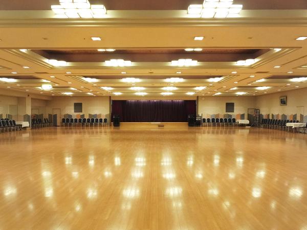 広々としたダンスホールも完備