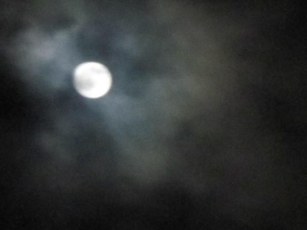 月が見えたり