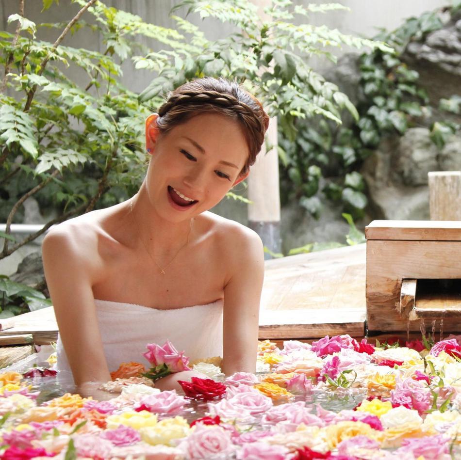 【お部屋の露天風呂でバラの花を一人占め】★5大特典付き★記念旅行プラン