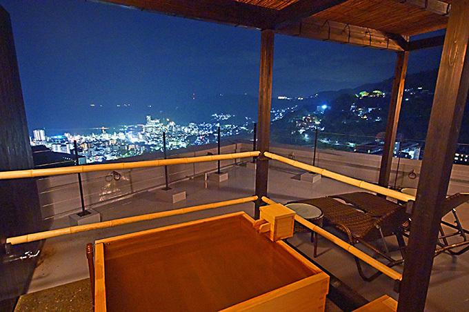 客室露天風呂からの夜景