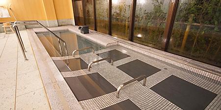温泉をじっくり身体に取り込む寝湯もおすすめ