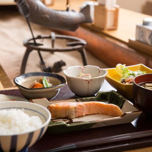 ◆和休プラン◆富山駅3分!畳で寛ぐ和スタイルと手づくり無料朝食。□飲食店充実駅前エリア□