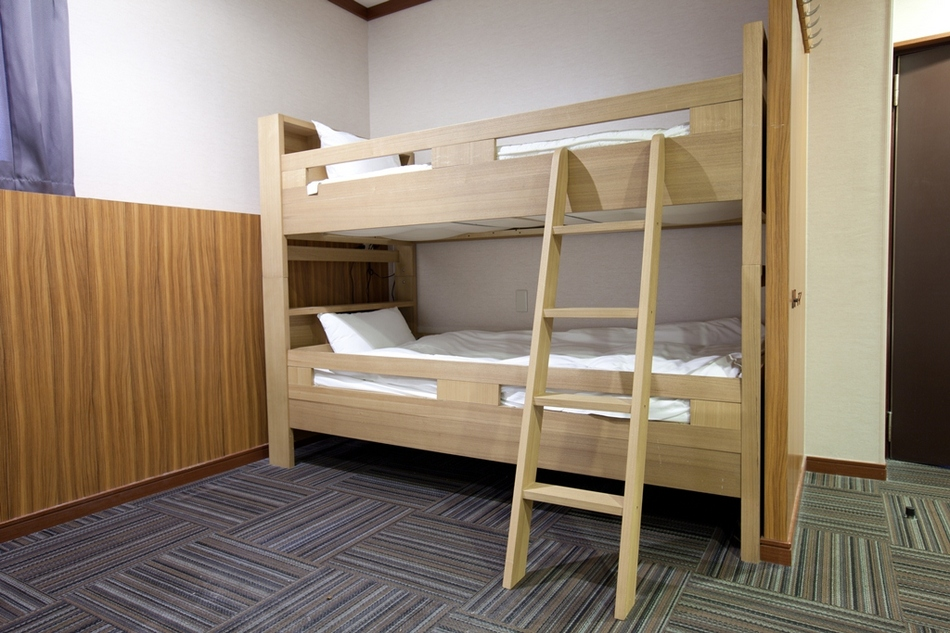 For Family! bunk bed in a twin room