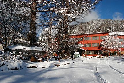 冬はスキー場へも徒歩5分