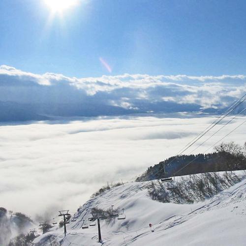 【冬期限定お得】最終イン20時!ゲレンデ徒歩2分☆スキー・スノボに気軽な滞在/朝食付