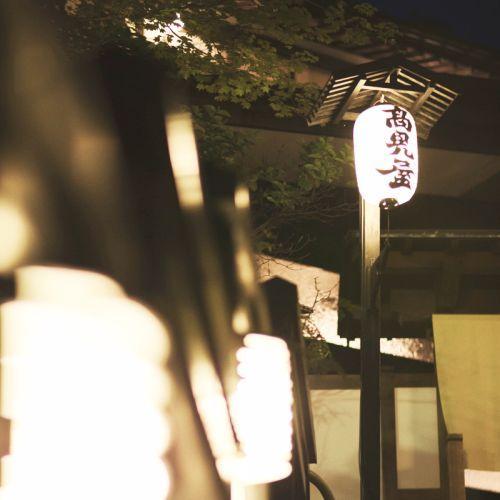 【夜に灯る老舗の光】