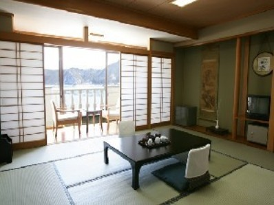 West Wing Lake View Japanese-Style Room