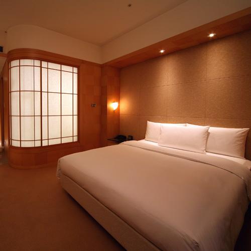 Queen Bedroom 26 to 30 Sq M
