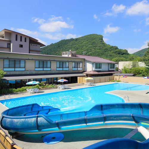 夏休み★ウォータースライダー付きプールが無料!今年の夏は親子そろって水遊び&温泉満喫♪